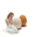 Mädchen mit Eiern Stockfotos