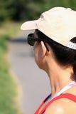 Mädchen mit einem baseballcap Stockbild