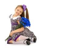 Mädchen mit einem Blumenstrauß der Blumen Lizenzfreie Stockfotos