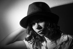 Mädchen mit einem Hut stockfotografie