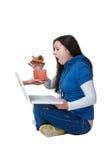 Mädchen mit einem Laptop Stockfoto
