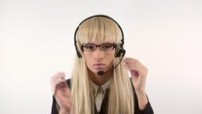 Mädchen mit einem Mikrofon stock video