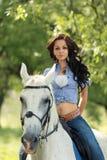 Mädchen mit einem Pferd Lizenzfreie Stockfotografie