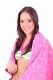 Mädchen mit einem rosafarbenen Tuch Lizenzfreies Stockfoto