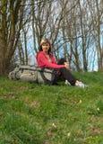 Mädchen mit einem Rucksack Stockfotografie