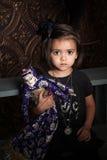 Mädchen mit einem Spielzeug Lizenzfreies Stockbild
