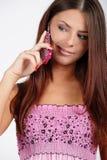 Mädchen mit einem Telefon Lizenzfreies Stockbild