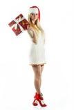 Mädchen mit einem Weihnachtsgeschenk Stockfoto