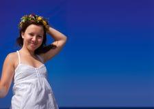 Mädchen mit einem Wreath Stockfotografie