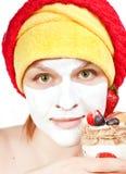 Mädchen mit einer Gesichtsmaske Lizenzfreies Stockbild
