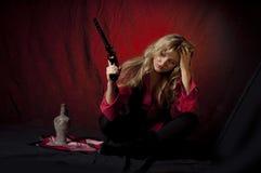 Mädchen mit einer Gewehr Stockbild
