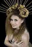 Mädchen mit einer Krone auf seinem Kopf und goldenen Apple Stockfoto