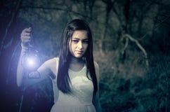 Mädchen mit einer Lampe Stockbild