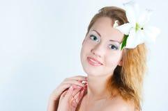 Mädchen mit einer Lilie stockbild