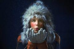 Mädchen mit einer Pelzmütze Stockfoto