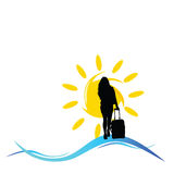 Mädchen mit einer Reisetasche mit Sonnen- und Seeillustration Stockfotos