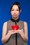 Mädchen mit einer Schale Lizenzfreies Stockfoto