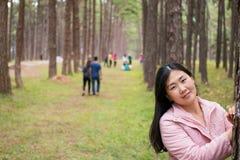 Mädchen mit einer Schneckenpost Lizenzfreies Stockfoto