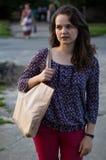 Mädchen mit einer Tasche Lizenzfreie Stockfotos