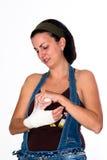Mädchen mit einer verletzten Hand stockfotografie