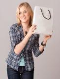 Mädchen mit Einkaufstasche Lizenzfreie Stockfotos