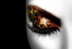 Mädchen mit Feiertags-Leopard-Make-up Stockbilder