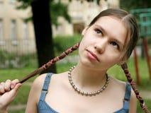 Mädchen mit Flechten Lizenzfreie Stockfotos