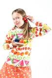 Mädchen mit Früchten auf einer Platte Stockfotografie