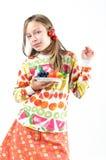 Mädchen mit Früchten auf einer Platte Stockbild