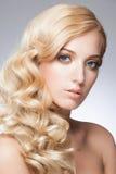 Mädchen mit Frisur und Make-up Lizenzfreie Stockfotografie