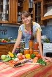 Mädchen mit Gemüse Lizenzfreie Stockbilder