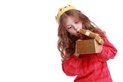 Mädchen mit Geschenkbox Stockfotografie