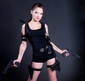 Mädchen mit Gewehr stockfotos
