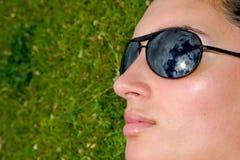 Mädchen mit Gläsern Lizenzfreie Stockfotografie