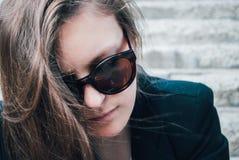 Mädchen mit Gläsern stockfotografie