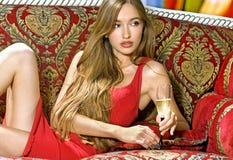 Mädchen mit Glas Wein Stockbild