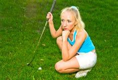 Mädchen mit Golfclub Lizenzfreie Stockfotos
