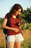 Mädchen mit GPS-Nautiker lizenzfreie stockbilder
