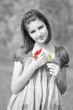 Mädchen mit guelder-stieg Zweig Stockbilder