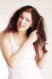 Mädchen mit Hairbrush, Haarprobleme lizenzfreies stockfoto