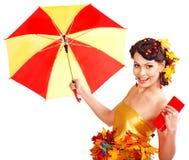 Mädchen mit Herbstfrisur und bilden. Stockfoto