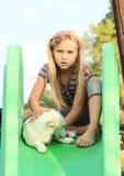 Mädchen mit Hund auf Dia Lizenzfreie Stockfotos
