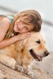 Mädchen mit ihrem Hund Stockfoto