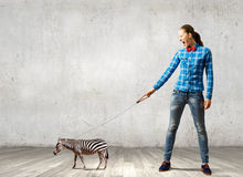 Mädchen mit Känguru Lizenzfreies Stockbild
