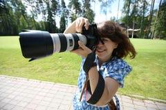 Mädchen mit Kamera Stockfotografie