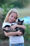 Mädchen mit Katze stockfotos