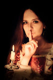 Mädchen mit Kerze stockbilder
