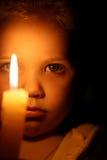 Mädchen mit Kerze Stockfotos
