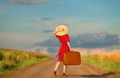 Mädchen mit Koffer Lizenzfreie Stockfotografie