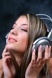 Mädchen mit Kopfhörern 2 Stockbilder